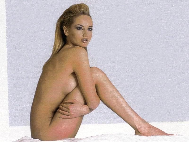 adriana-karembeu-ass-giant-hung-tranny-anal