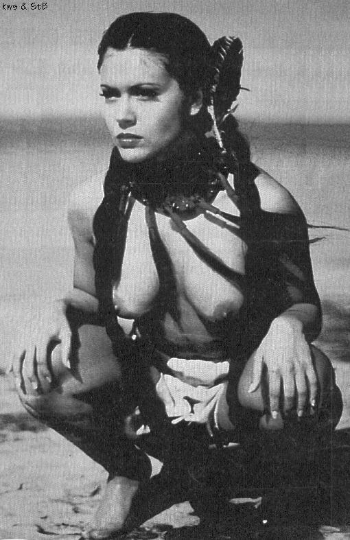 Alyssa Milano en una escena muy erótica -