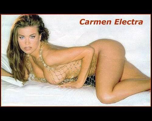 Las sexis fotos de Carmen Electra en diminutos bikinis a