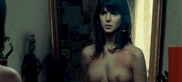 Dos modelo de cuerpos espectaculares posando desnudas