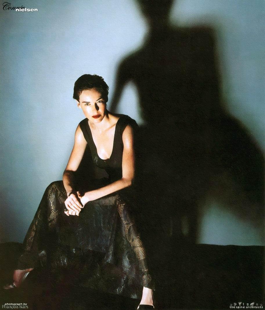 Connie Nielsen desnuda - Fotos y Vídeos -