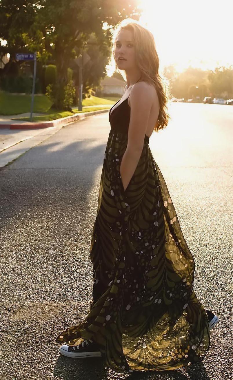 Emily Osment desnuda Imgenes, vdeos y grabaciones