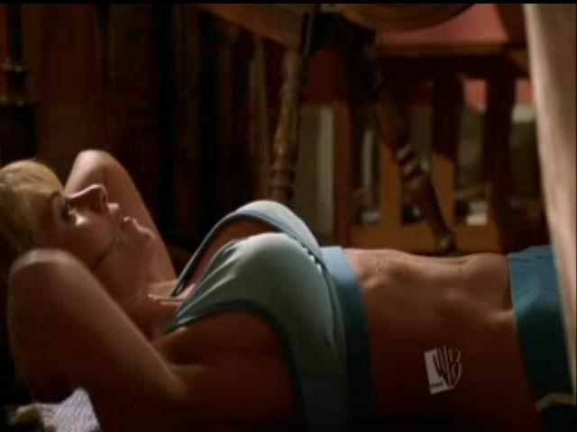 Erica Durance desnuda en House of the Dead 2003 La