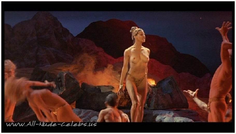 Gina Gershon Nude desnuda - Famosa Desnudas