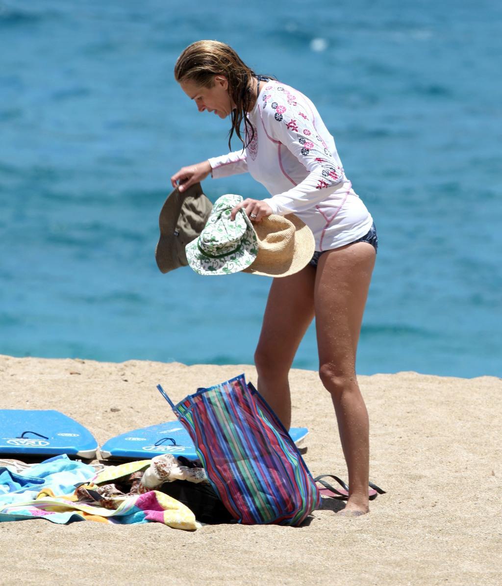 Julia roberts bikini pics 10