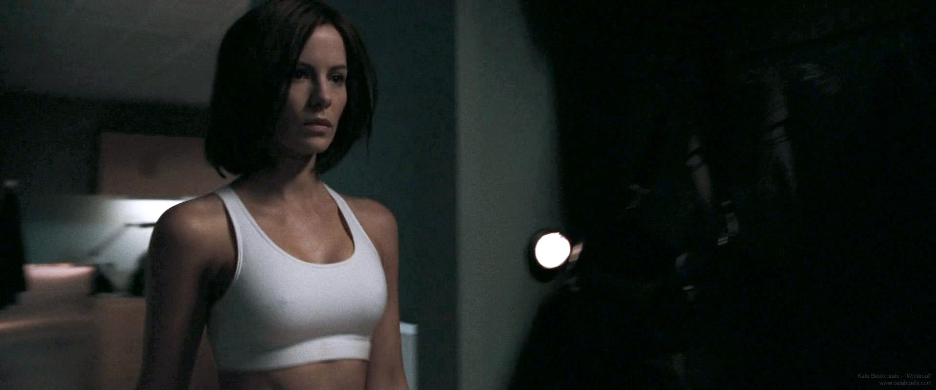 Kate Beckinsale desnuda en Hechizados -