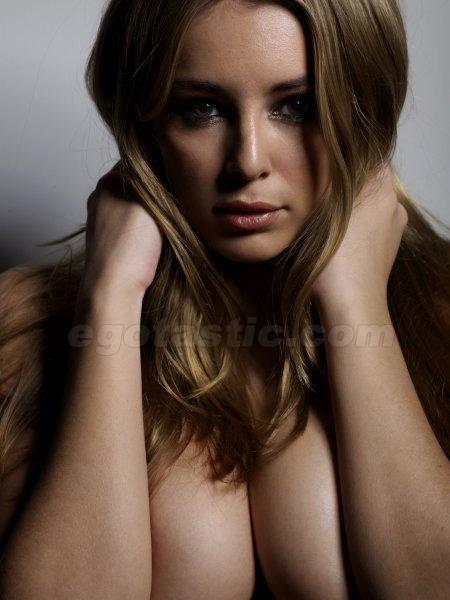 Keeley hazell completamente desnuda