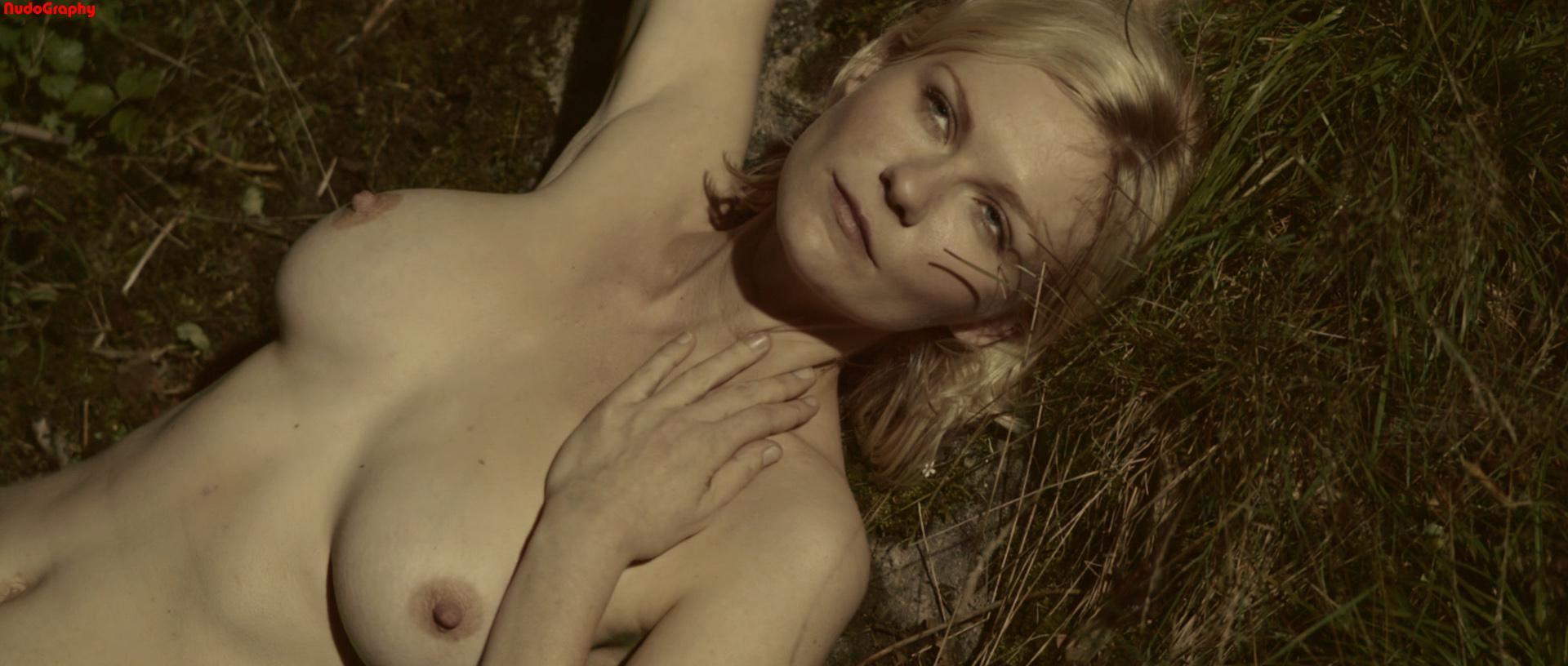 Kirsten Dunst desnuda - Fotos y Vídeos -