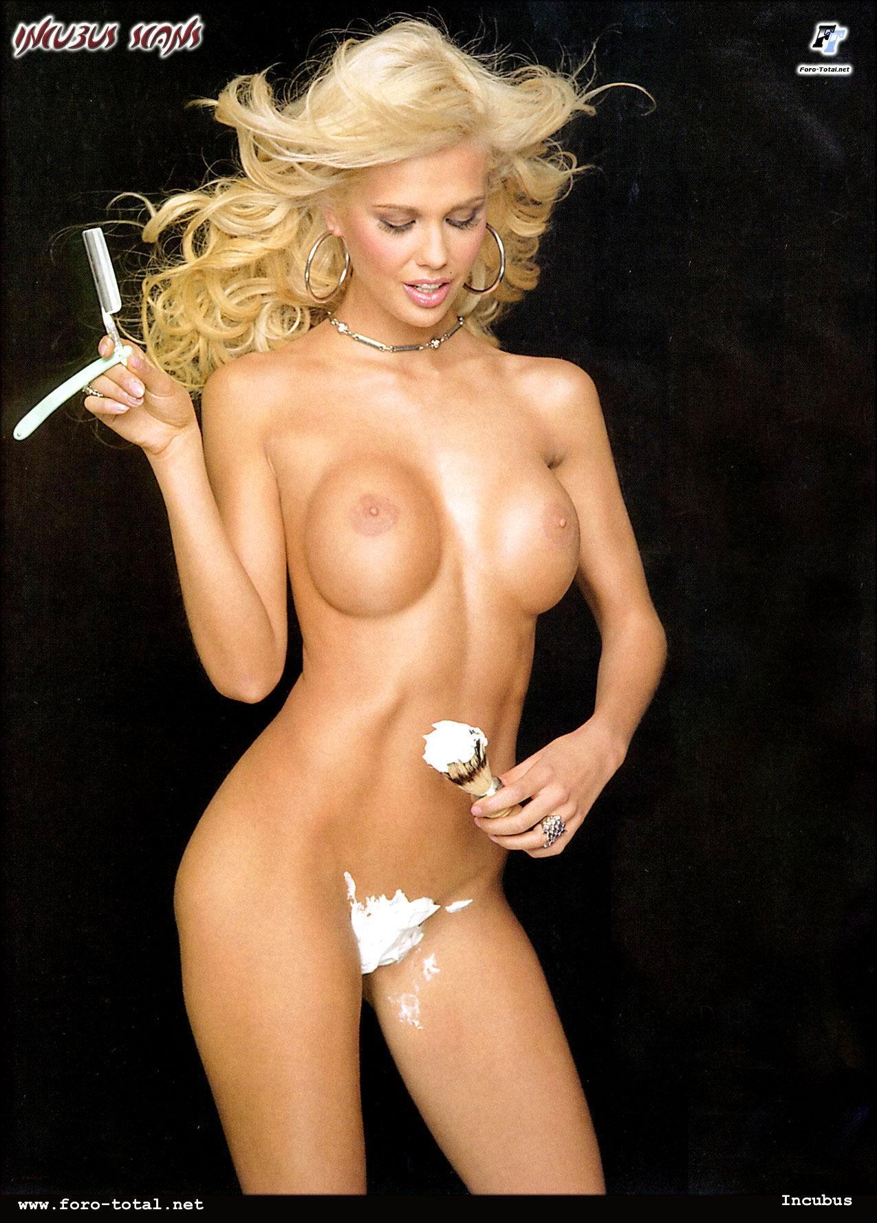 Lucia Lapiedra Desnuda Saddle Girls