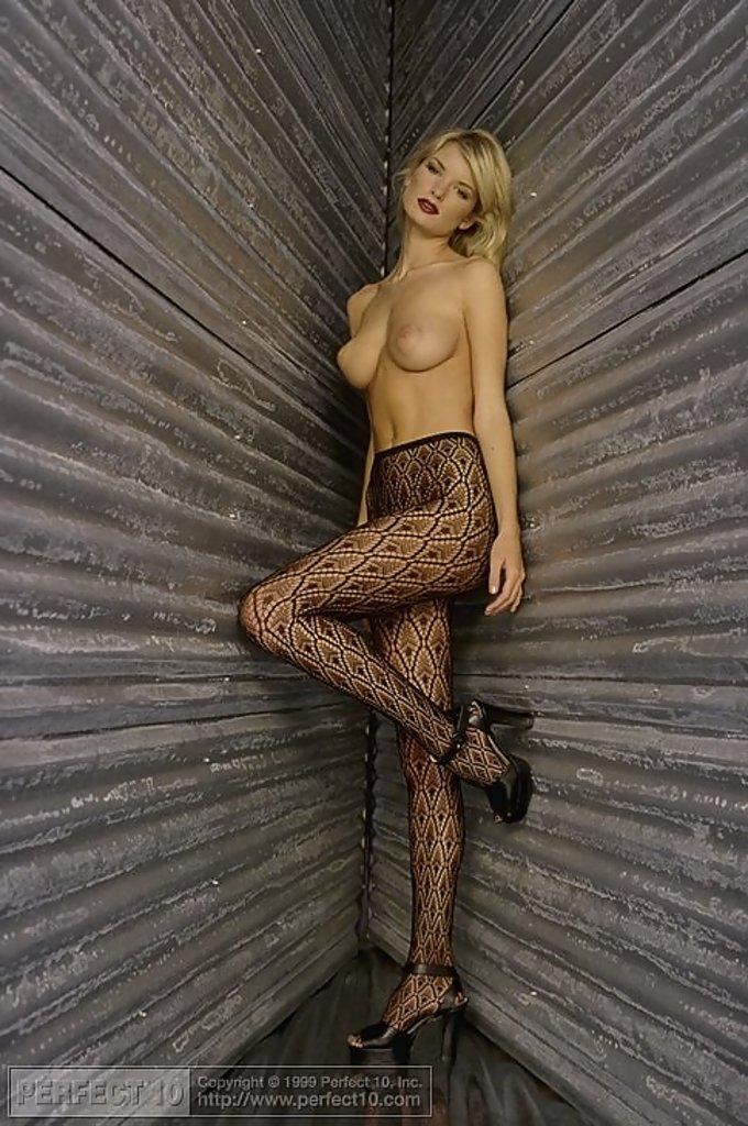La modelo Marisa Miller se desnuda para revista
