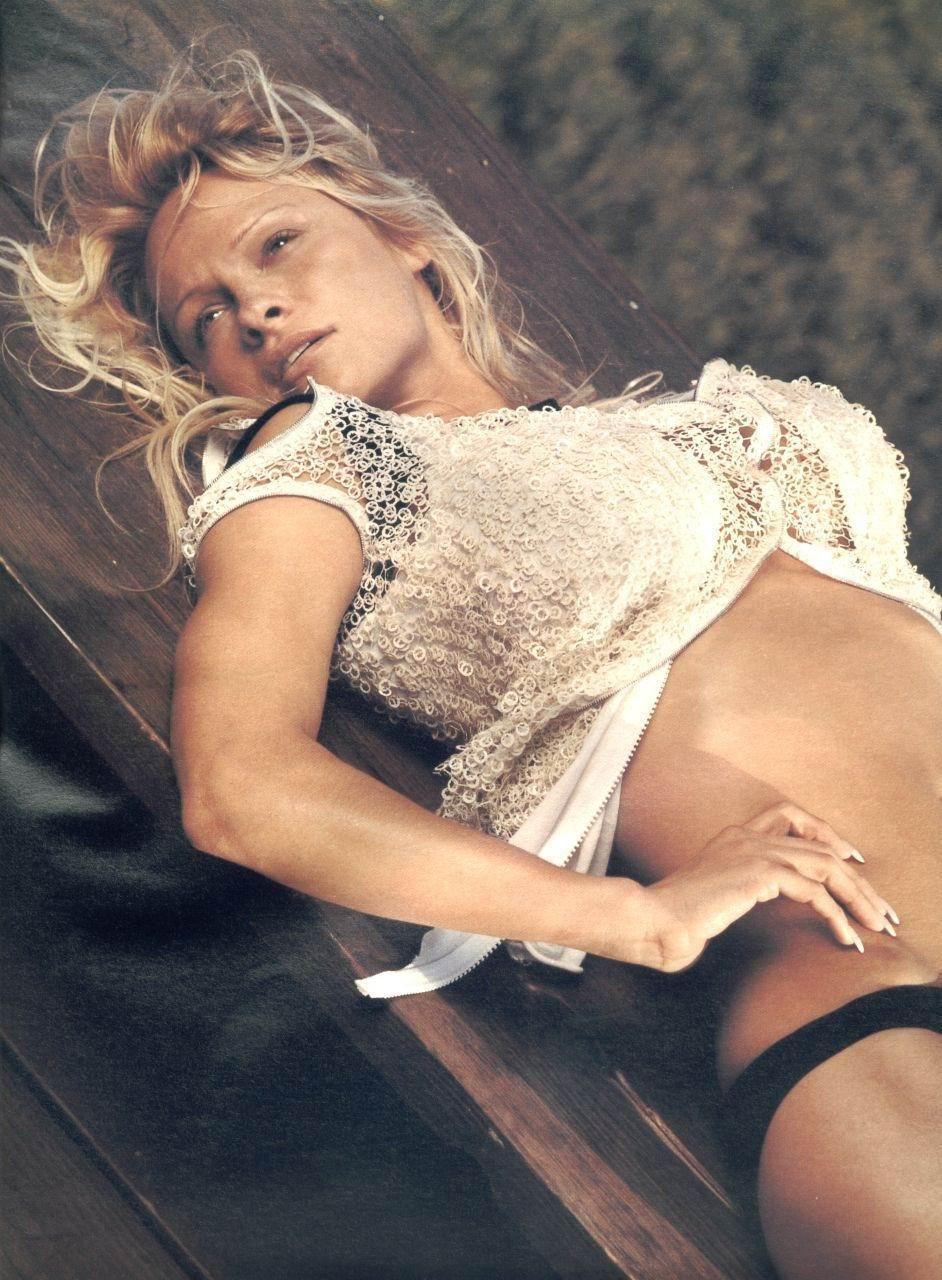 Hay Fotos De Pamela Anderson En El Upload Ver