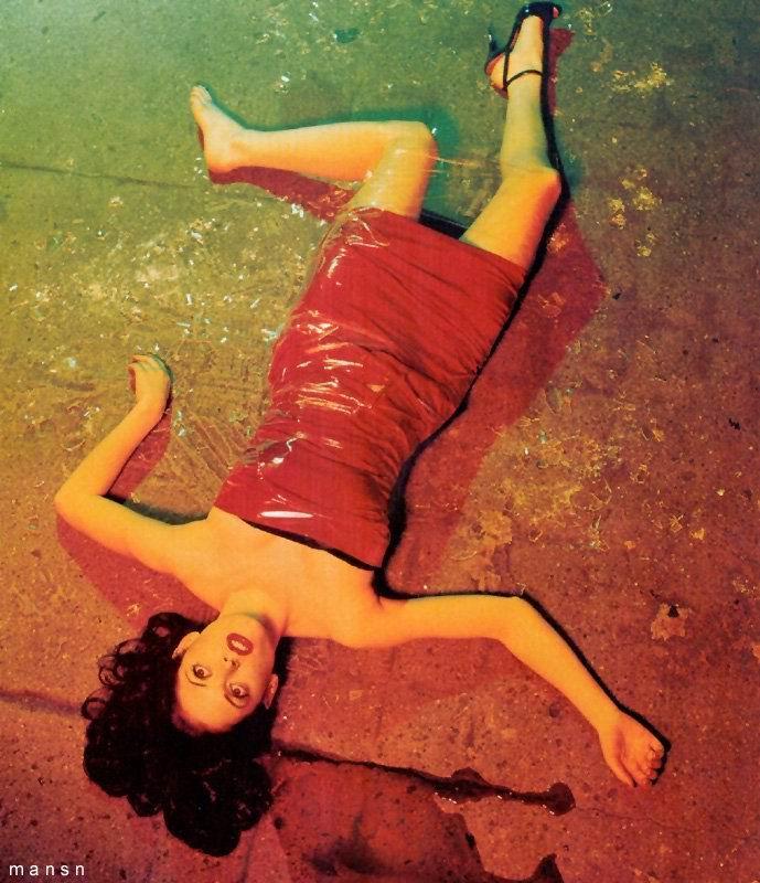 Fotos de Rose McGowan desnuda, tetas, pezon, culo,